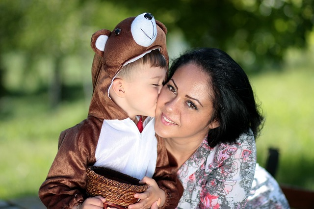 šťastná matka s dítětem
