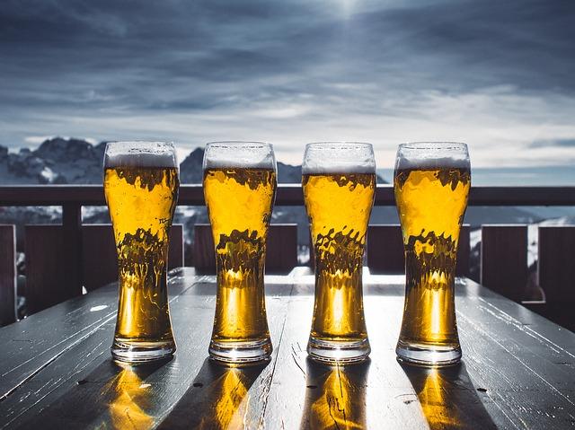 štyri pivá na stole.jpg
