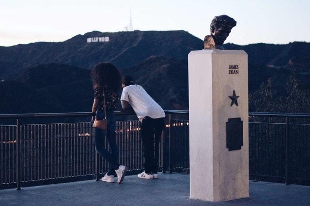 Muž a žena na balkóne, Hollywood