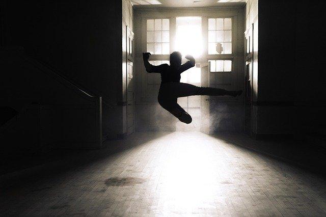 Priestor, siuleta postavy vo vzduchu, výskok