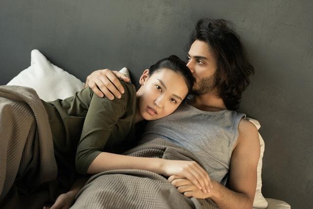 postelová scéna